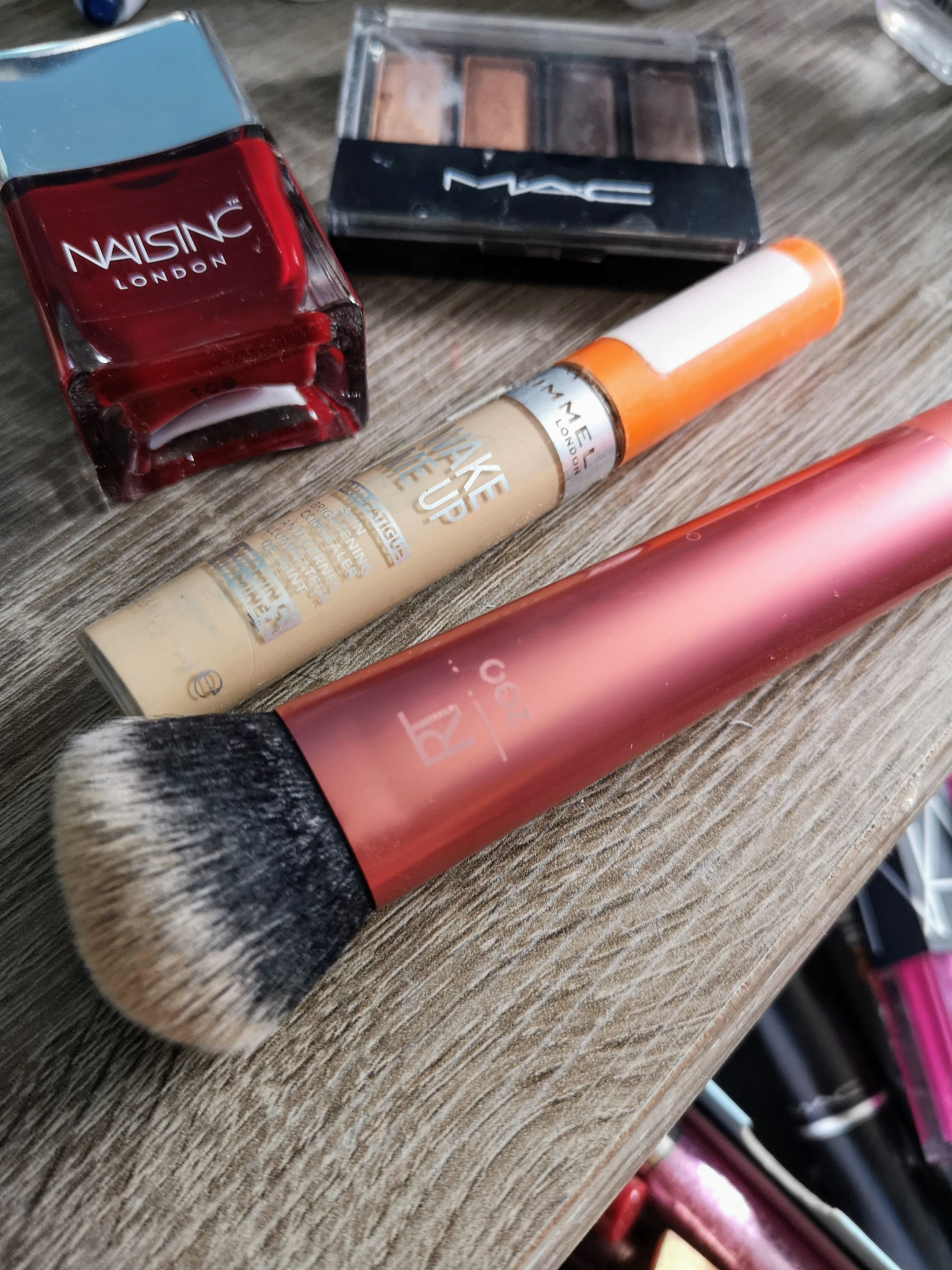Rimmel Wake Up Concealer and Real Techniques Expert Foundation Brush